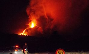 Avanço da lava de vulcão em La Palma obriga à retirada de até 300 habitantes