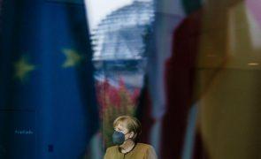 Merkel antecipa um