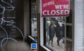 Pedidos de subsídio de desemprego nos EUA caem para nível mais baixo desde início da pandemia
