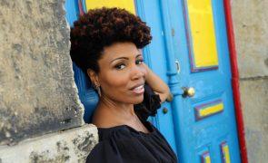 Primeiro single do novo álbum da cantora Lura saiu hoje e vai dar nome a digressão