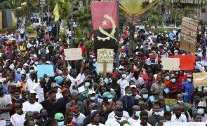 Milhares marcham em Luanda gritando