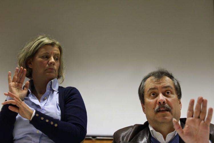 Fenprof quer que docentes de língua gestual deixem de ser contratatos como técnicos