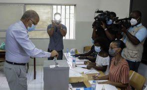Cabo Verde/Eleições: Carlos Veiga pede eleição com