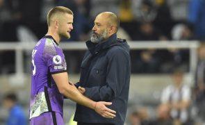 Tottenham, de Espírito Santo, vence em Newcastle em jogo com longa paragem