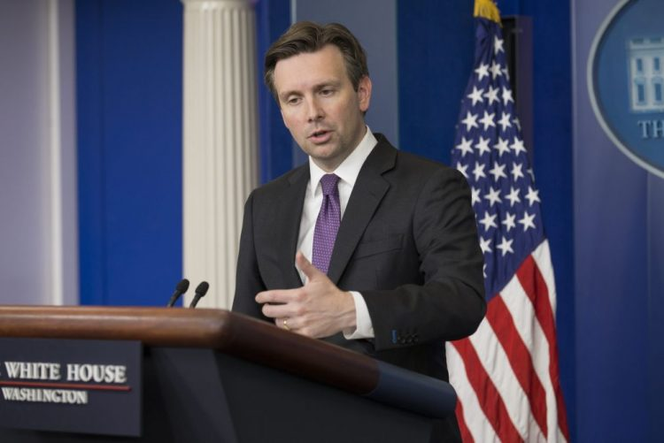 Casa Branca diz que críticas de Trump aos serviços de informações são