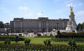 Brexit: Português João Vale de Almeida entregou credenciais diplomáticas à rainha Isabel II