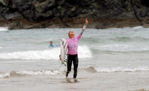 Surfistas Carolina Mendes e Teresa Bonvalot eliminadas nos 'oitavos' em França