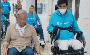 Ricardo Carriço anda de cadeira de rodas durante um dia e revolta-se