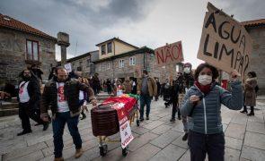 Mais de mil pessoas protestam contra prospeção de lítio na Serra d'Arga