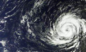 México alertado para passagem de grande furacão no domingo