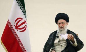 Irão pede reconsideração dos acordos de normalização com Israel - Khamenei