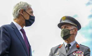 João Gomes Cravinho vaiado por centenas de ex-paraquedistas