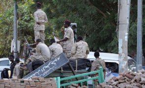 Sudão: Militares ocupam televisão nacional, Governo fala de