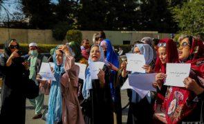 Afeganistão: Mulheres manifestam-se em Cabul e queixam-se do