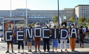 Covid-19: Brasileiros manifestam-se em Lisboa contra presença de ministro da Saúde