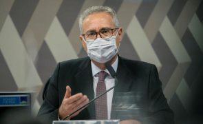 """Covid-19: Investigador sobre a pandemia diz que Bolsonaro é um """"serial killer"""""""