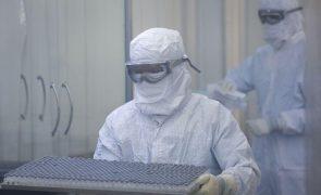 Covid-19: Fiocruz e AstraZeneca acordam produção de 60 milhões vacinas em 2022