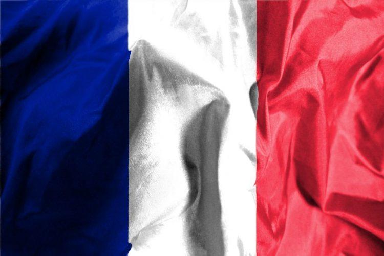 França restringe saída de menores do país perante perigo de radicalização
