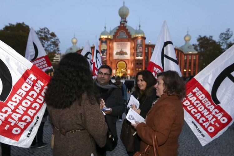 FNE marca greve de trabalhadores não docentes para 03 de fevereiro