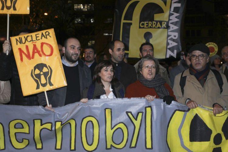 Almaraz: Centenas de pessoas em protesto frente ao consulado de Espanha em Lisboa