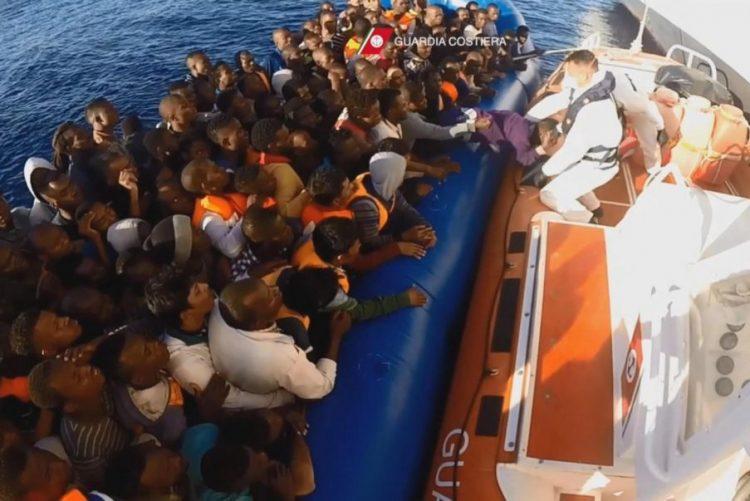 Guarda costeira italiana resgata mais de 1.300 pessoas Mediterâneo em 48 horas