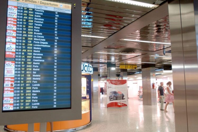 Argelinos evadidos no aeroporto de Lisboa continuam em fuga - PSP