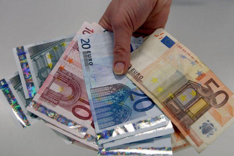 Poupança das famílias na zona euro sobe para 12,6% no 3.º trimestre - Eurostat