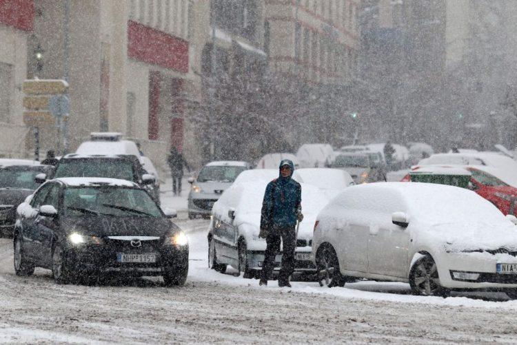 Vaga de frio e tempestades matam e deixam milhares sem luz na Europa