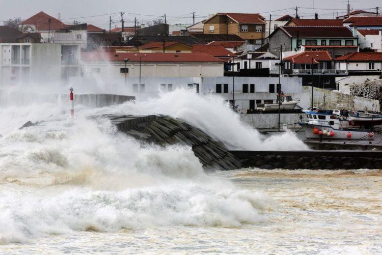 Mau tempo: IPMA antecipa aviso laranja para duas ilhas dos Açores