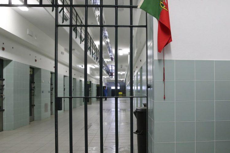 Mãe condenada a 20 meses de prisão por profanação de cadáver de recém-nascido