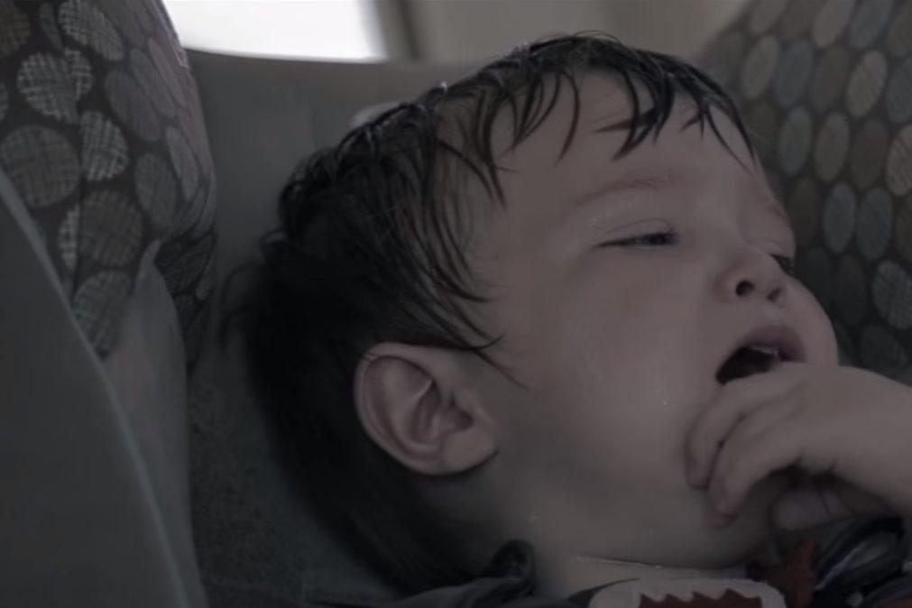 Irmãos de bebé que morreu esquecida num carro entregues à família