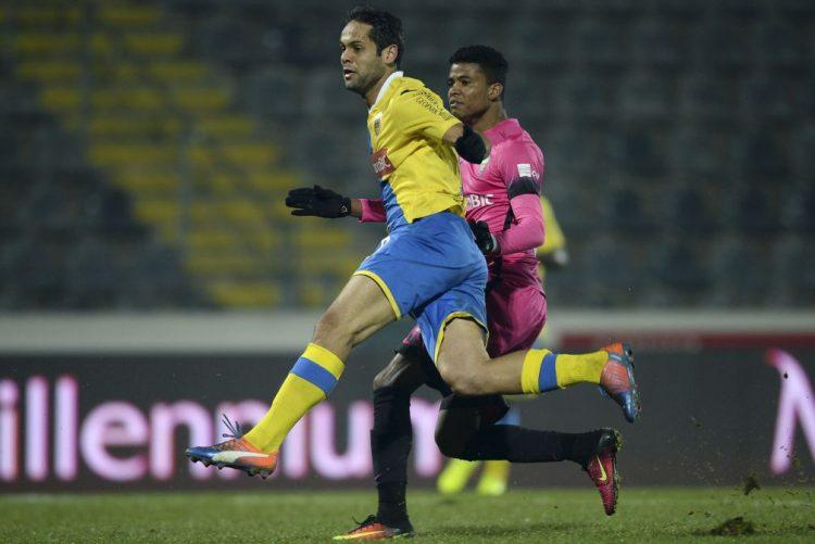 Kuca marca golo da vitória do Arouca sobre o Estoril-Praia aos 90+3