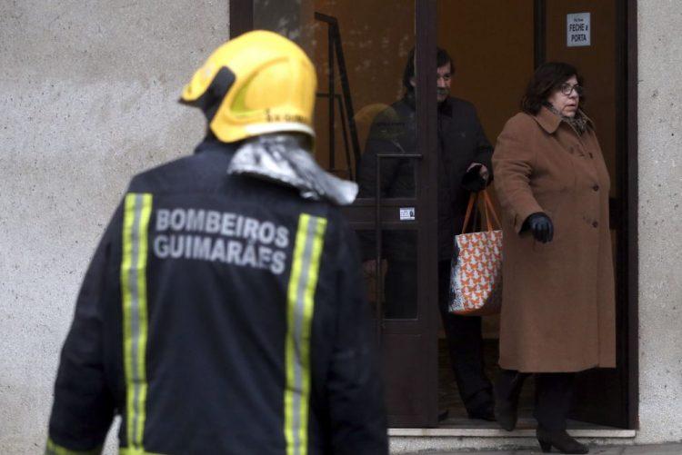 Incêndio destruiu dois edifícios no centro da cidade de Guimarães