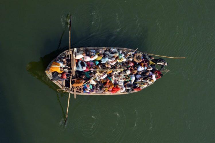 Dezanove mortos em acidente com barco no rio Ganges, Índia