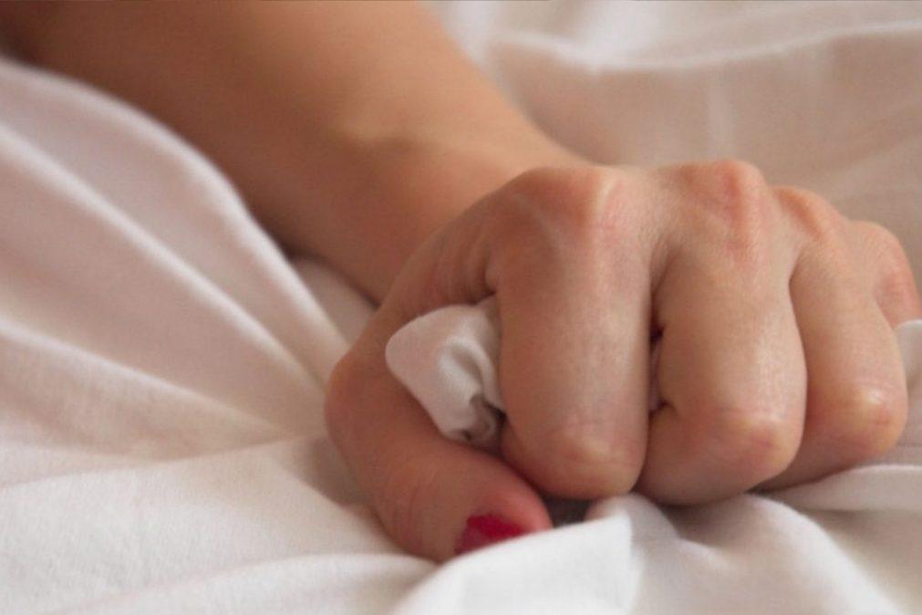 Orgasmo: 7 sinais de que o seu parceiro está a fingir