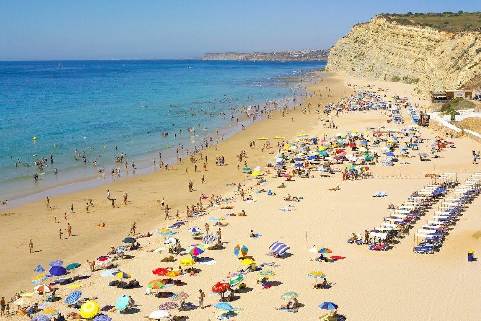 Granada explode em praia algarvia