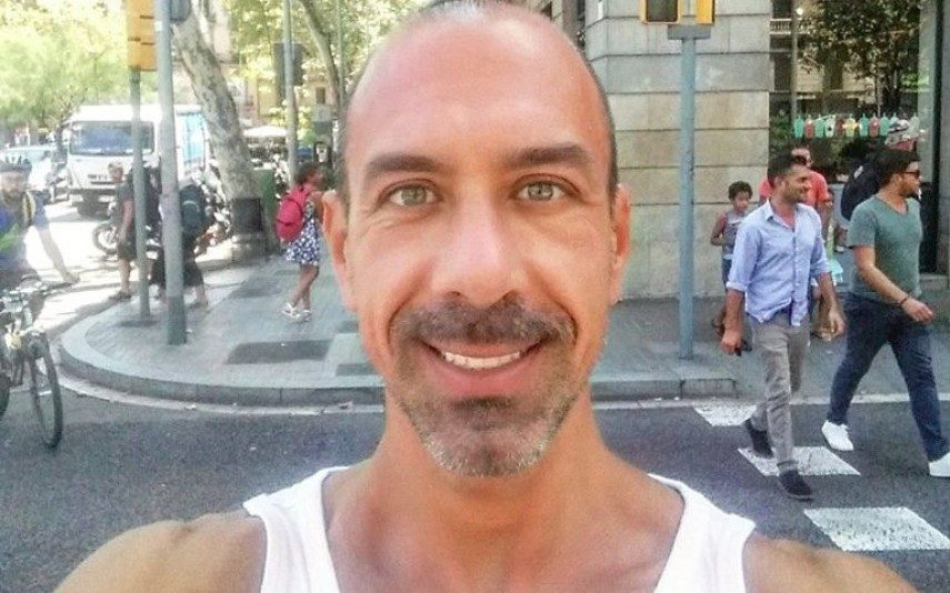 VÍDEO CHOCANTE Nutricionista famoso escapa a ataque terrorista em Barcelona