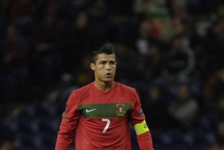 Mundial 2018   «Cristiano Ronaldo está com sérios problemas lombares depois de ter carregado a equipa inteira às costas durante os 90 minutos daquele frenético duelo ibérico»