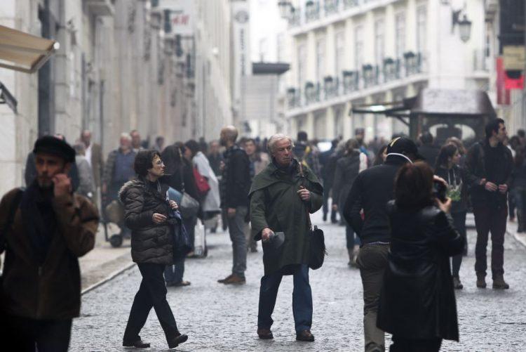 Maioria da população considera ter a escolaridade exigida pelo trabalho - estudo
