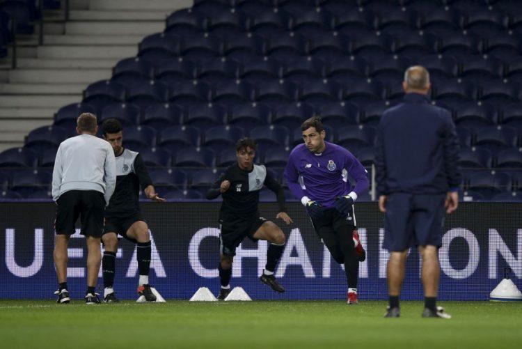 Adeptos ingleses invadem o Porto, muitos sem bilhete para o jogo entre o FC Porto e o Leicester