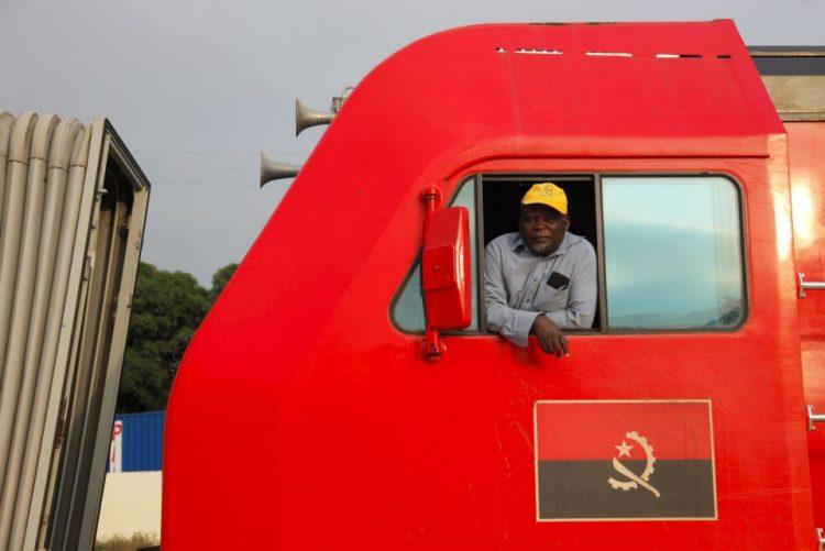 Primeiras locomotivas de nova encomenda à China começaram a chegar a Angola