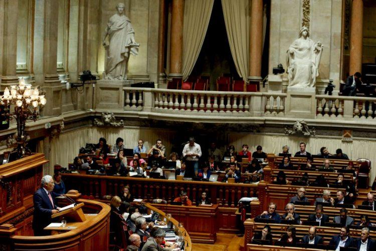 Costa regressa ao parlamento para debate quinzenal sobre políticas de descentralização